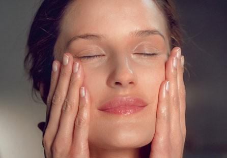 media/image/skin-condition-model.jpg